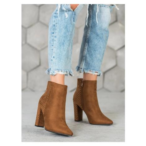 Komfortní hnědé  kotníčkové boty dámské na širokém podpatku Seastar