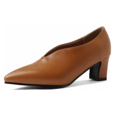 Elegantní kožené polobotky na mini podpatku se špičatou špičkou