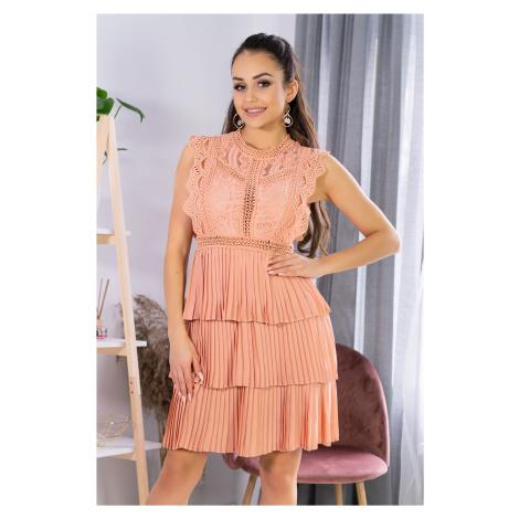 Krajkové smyslné šaty s trojitou plisovanou sukní Merribel