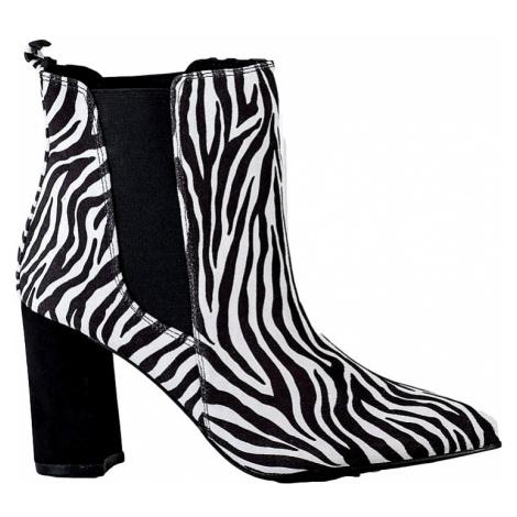černo-bílé kotníkové boty na podpatku se zvířecím vzorem BASIC