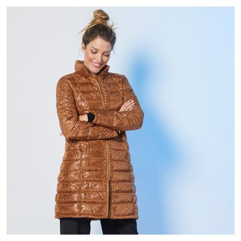 Blancheporte Dlouhá prošívaná lesklá bunda karamelová potisk