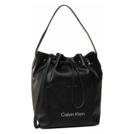 Calvin Klein Calvin Klein dámská černá kabelka NY SHAPED DRAWSTRING MD