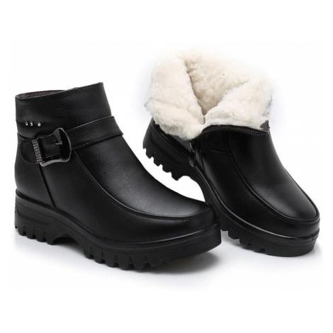 Zimní kotníkové boty kožené zateplené boty s páskem a přezkou