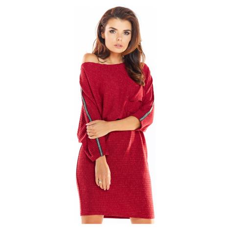 Dámské pletené svetrové šaty s kapsou a odhaleným ramenem
