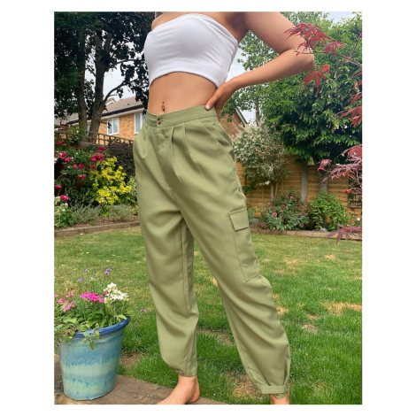 Missguided balloon cargo trousers in khaki-Green