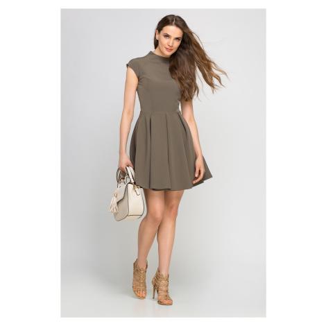 Módní šaty se stojáčkem a áčkovou řasenou sukní se záhyby