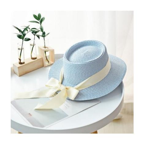 Jemný letní klobouk pro dámy zdobený lesklou stuhou