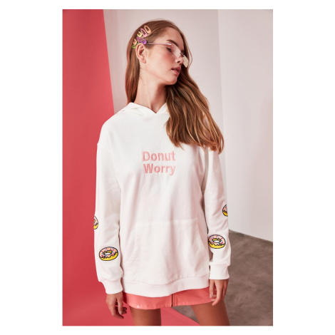 Trendyol Boyfriend Knitted Sweatshirt WITH Ekru Front and Sleeve Embroidery