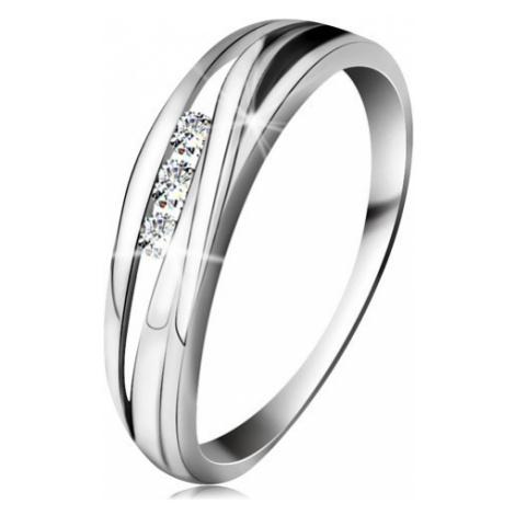 Briliantový prsten z bílého 14K zlata, zvlněné linie ramen, tři čiré diamanty Šperky eshop