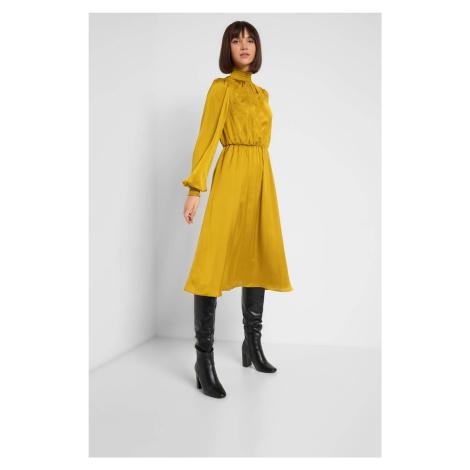 Hebké šaty s krajkou Orsay